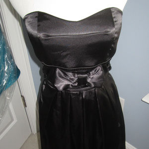 STRAPLESS BLACK COCKTAIL DRESS W BOW
